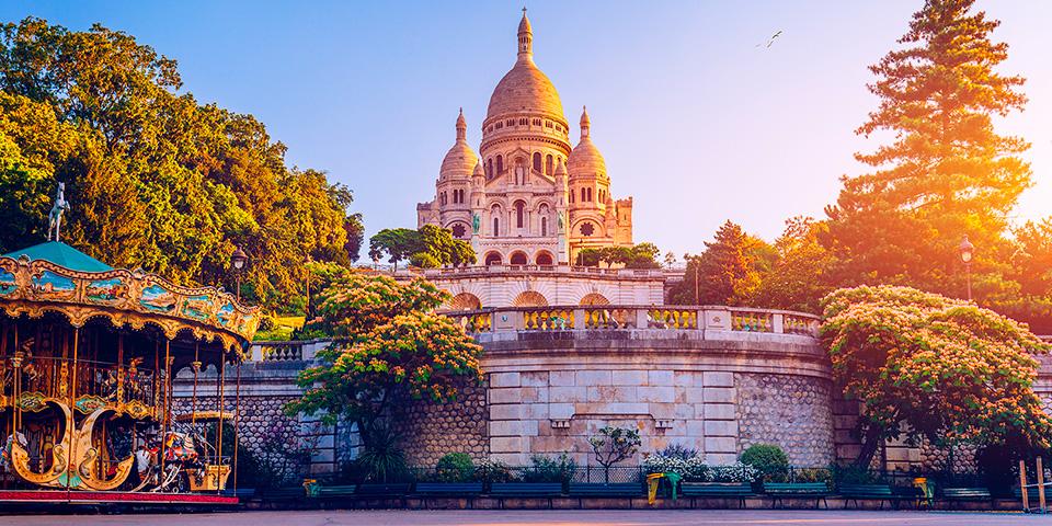 Sacré Coeur troner på toppen af Montmartre.