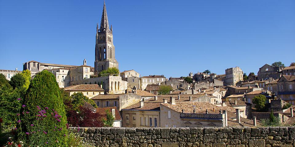 Hyggelige Libourne ved Dordognefloden.