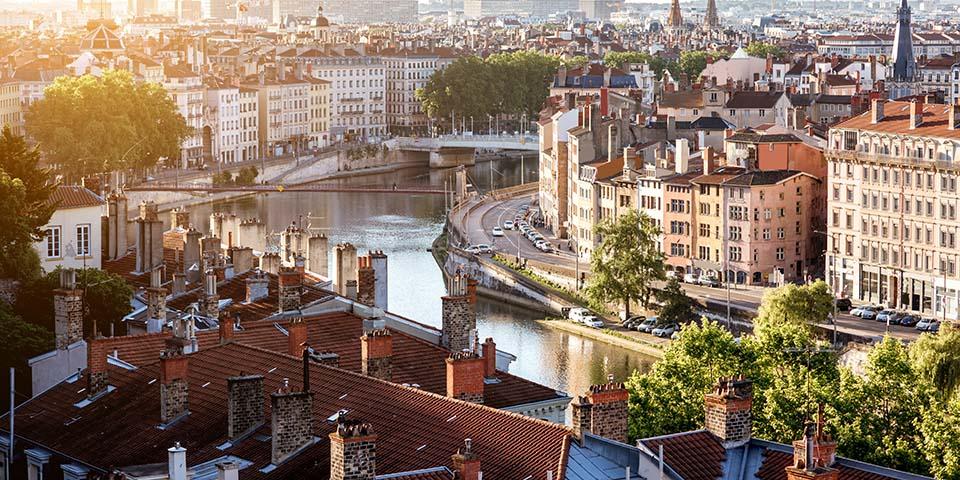 Lyon er gennemløbet af de to floder Rhône og Saône.