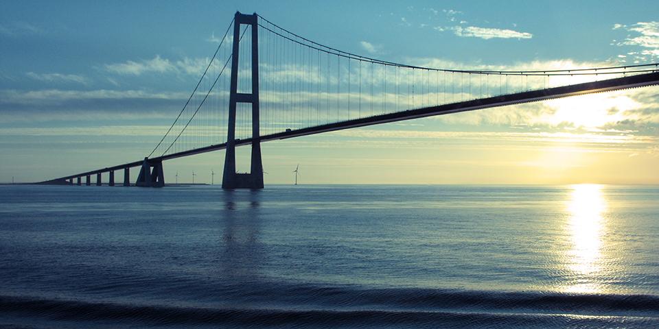 Storebæltsbroen er altid et imponerende syn.