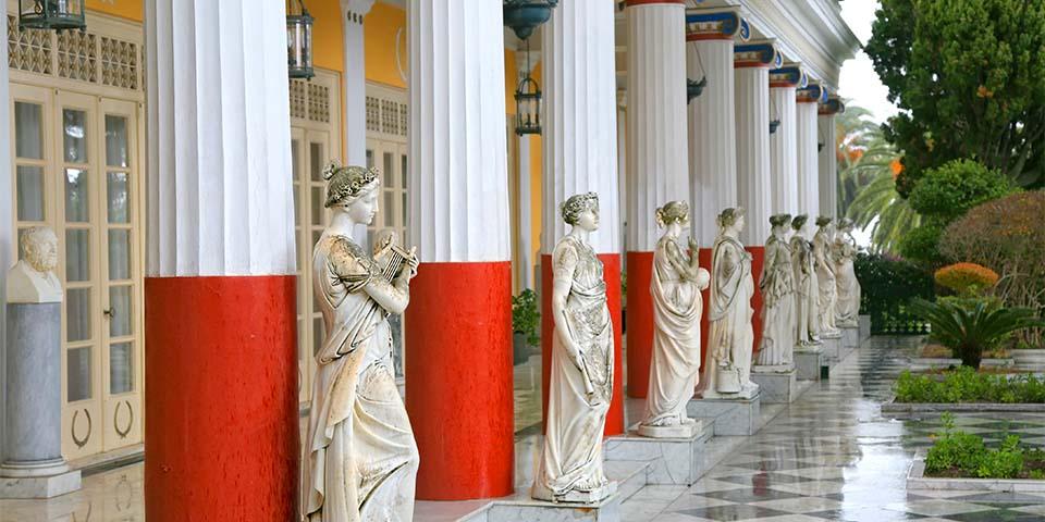 Achilleus-paladset, der blev bygget i 1890 som sommerbolig til den østrigske kejserinde Elisabeth.