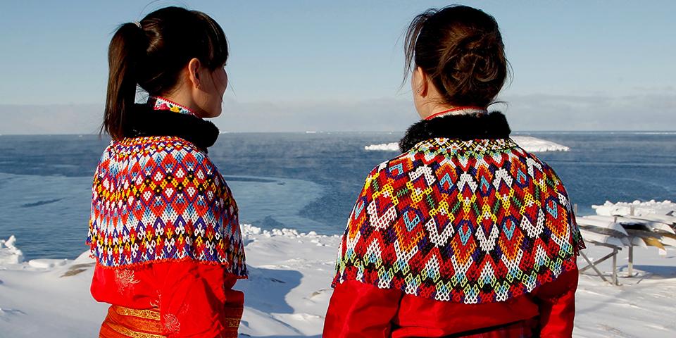 Eksempler på Grønlands ikoniske nationaldragt, Kalaallisuut.