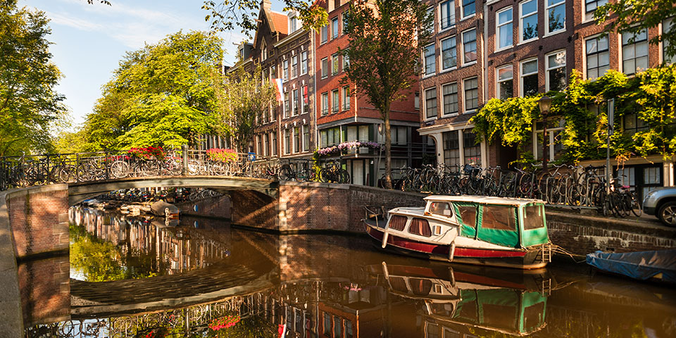En af Amsterdams charmerende kanaler.