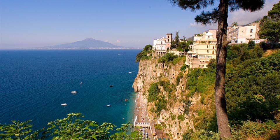 Hotel Sporting ligger smukt med udsigt over Napolibugten.