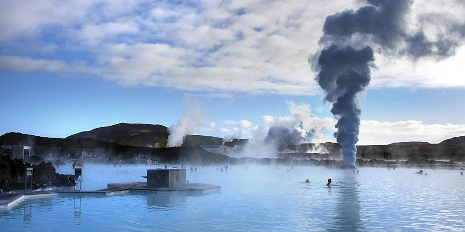 Et besøg i Den Blå Lagune kan varmt anbefales.