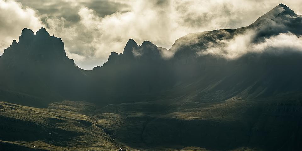 Det dramatiske landskab på Islands østkyst.