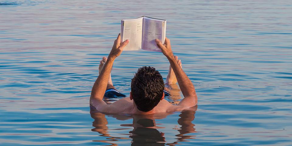 Oplev friheden ved at flyde på Det Døde Hav.