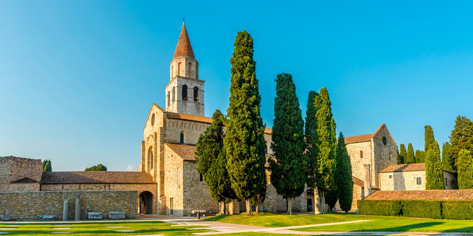 Den smukke basilika i Aquileia.