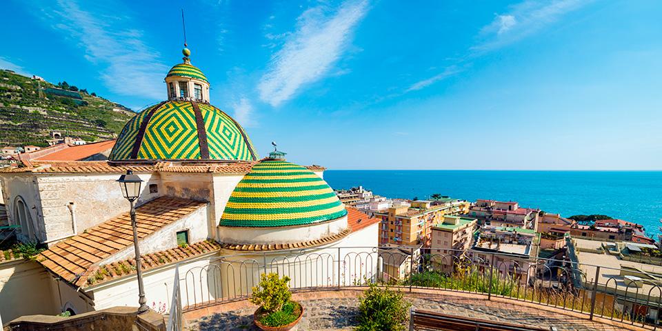 Det smukke gamle kloster Santa Maria a Mare ligger fantastisk.