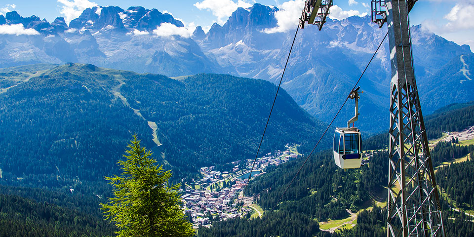 Skisportsbyen Madonna di Campiglio i Dolomitterne.