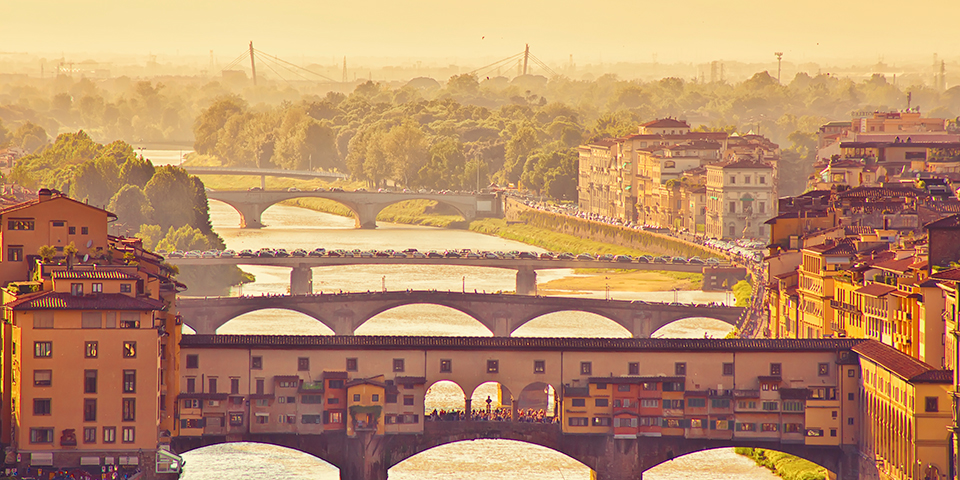 Ikoniske Ponte Vecchio i Firenze.