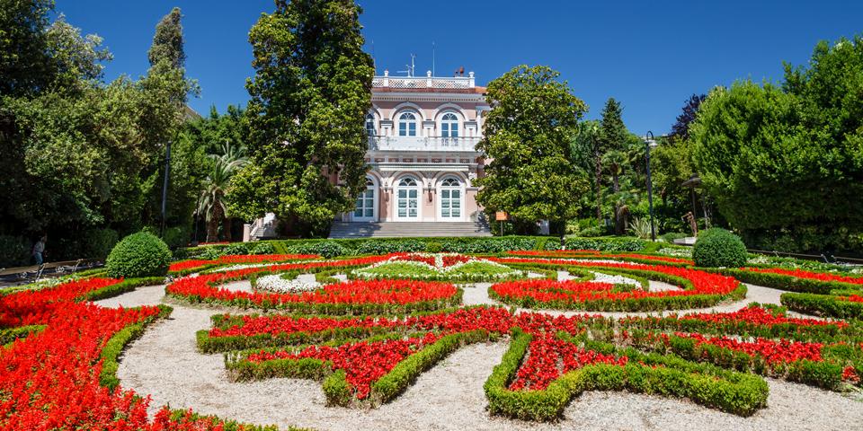 Villa Angiolina med den smukke park.