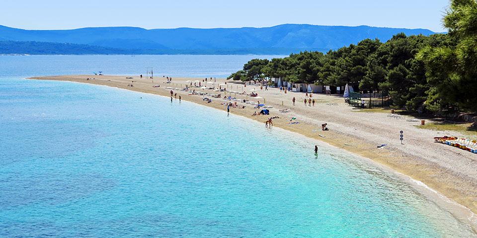 Den lækre og populære strand Zlatni Rat på øen Bol.