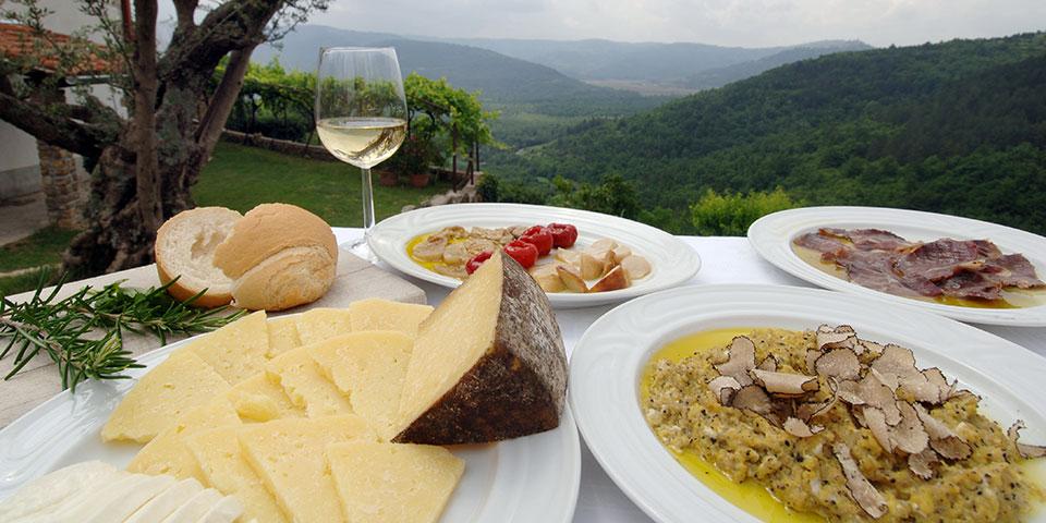 Istrisk frokost med revet trøffel.