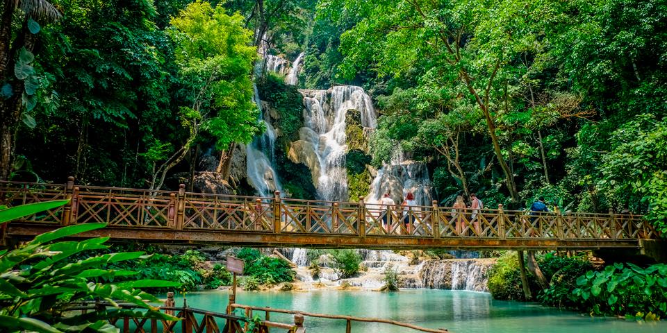 Besøg ved det fantastiske Kuang Si vandfald.