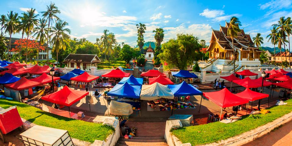 Marked og det Royale Palads i Luang Pragang.