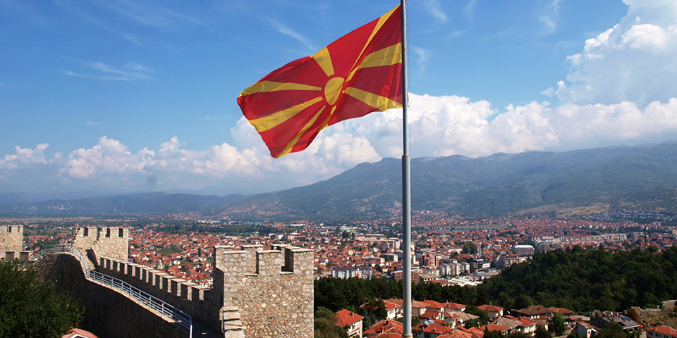 Det makedonske flag vejrer over Ohrid.