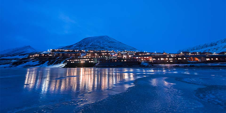 Longyearbyen i polarnatten.