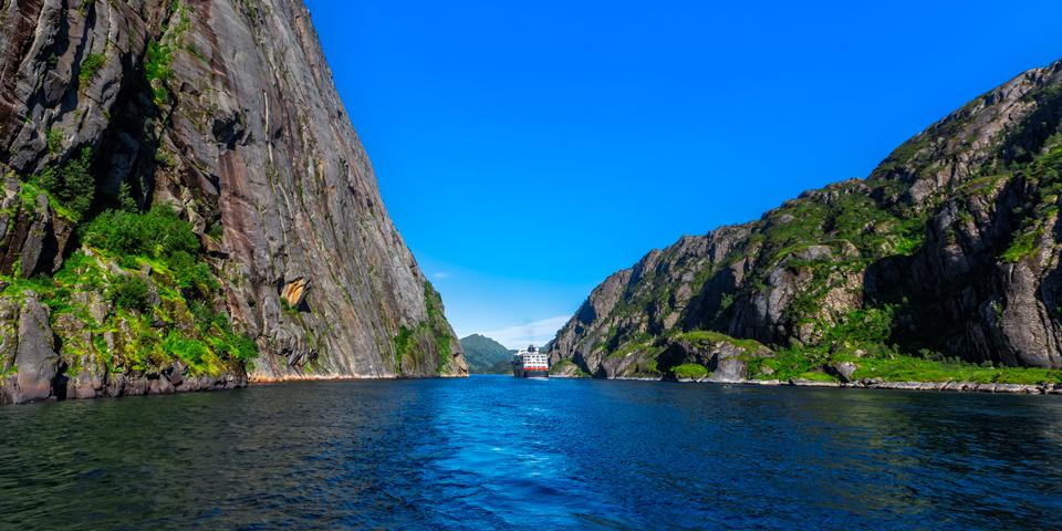Sejlads i den naturskønne Trollfjord.