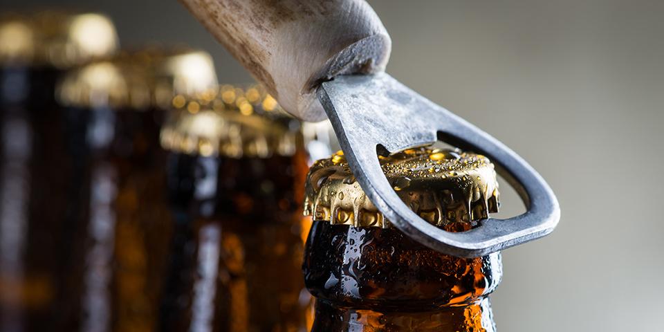 Ølsmagning med lokalt produceret øl.