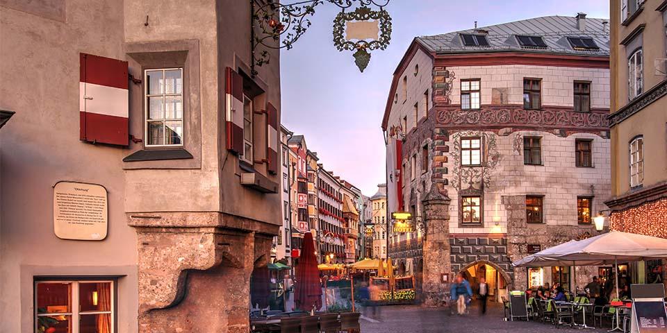 Tyrols hovedstad Innsbruck med masser af charme.
