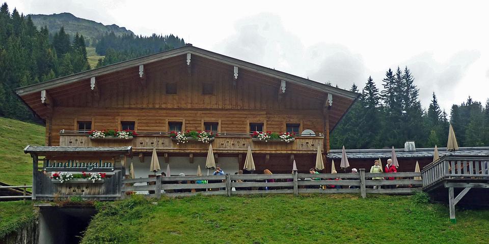 Lindlinger Alm, som ligger i bunden af Saalbach-Hinterglimm dalen.
