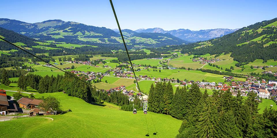 Svævebanen når op i cirka1.500 meters højde.