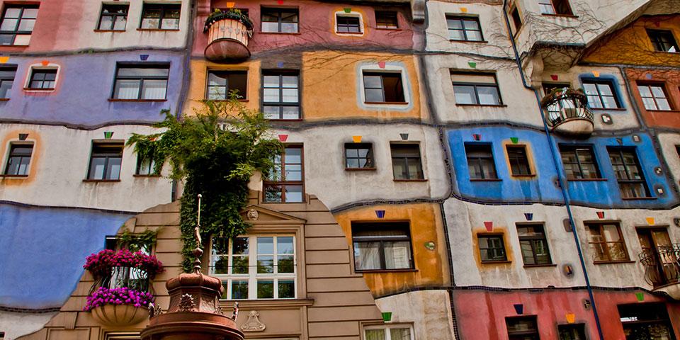 Det farverige Hundertwasserhus.