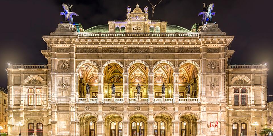 Wien Statsopera tager sig flot ud ved aftentide.