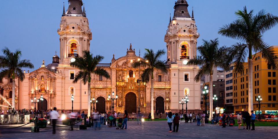 Katedralen på Plaza Mayor i Lima.