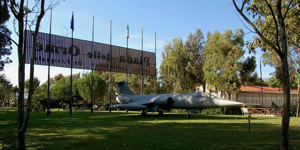 Museet Piana delle Orme, men køretøjer og andet fra 2. Verdenskrig.