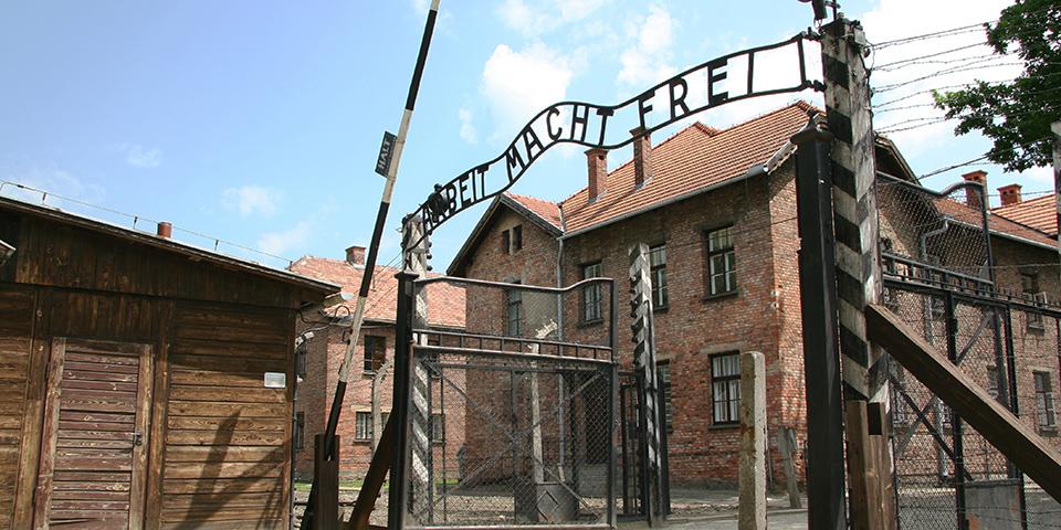 Indgangsporten til Auschwitz.