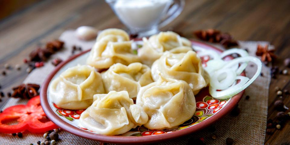 Den traditionelle Buzi - en slags russisk dumpling.