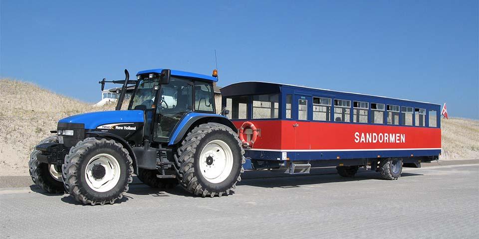 Traktorbussen Sandormen, som kører os helt ud til Grenen.