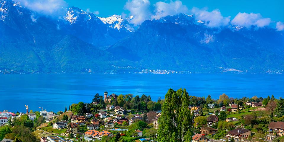 Montreaux ligger smukt ved Geneve-søen.
