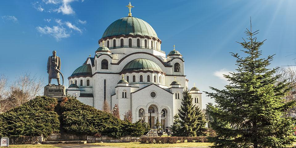 Den imponerende Sankt Sava katedral i Beograd.