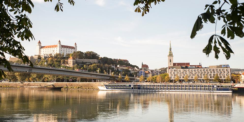 River Discovery II ligger centralt i Bratislava.