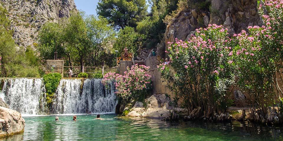 Algar-vandfaldene, hvor der er mulighed for en dukkert.