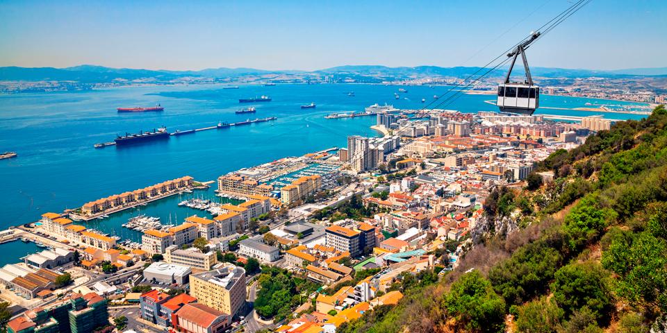 Med gondol på vej til toppen af Gibraltar.