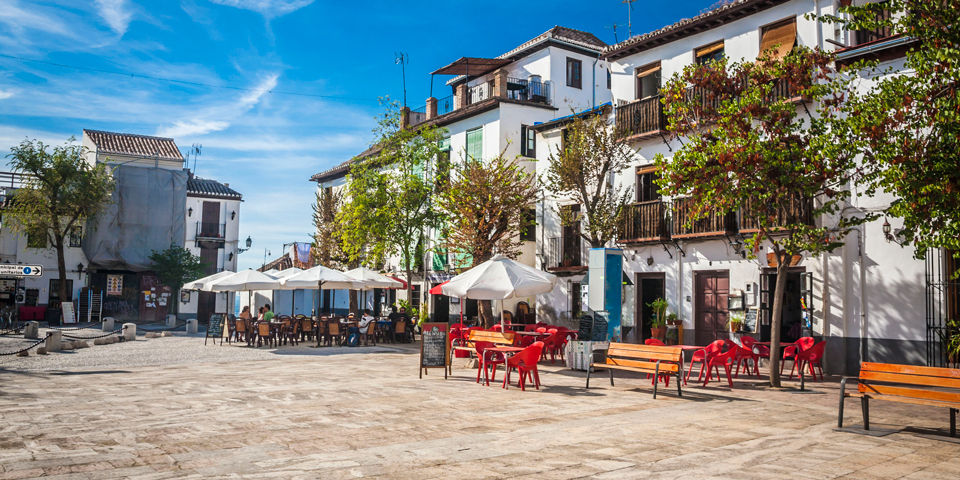 Idyllisk torv i Granada.