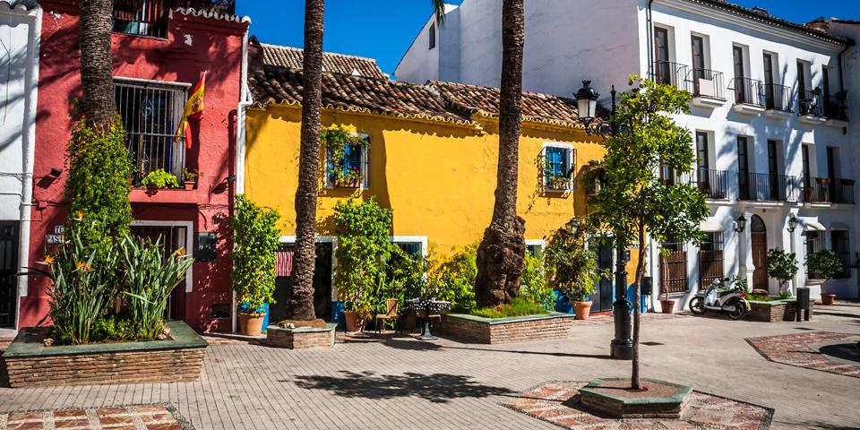 Farvede huse i Marbella.