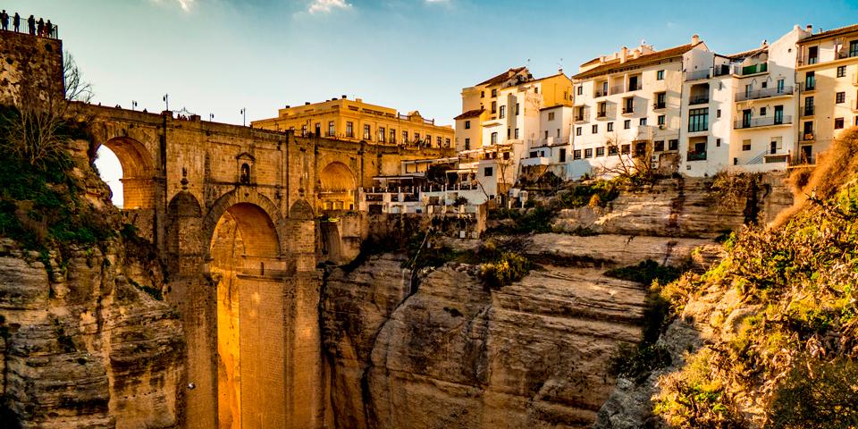 Den berømte bro over kløften i Ronda.