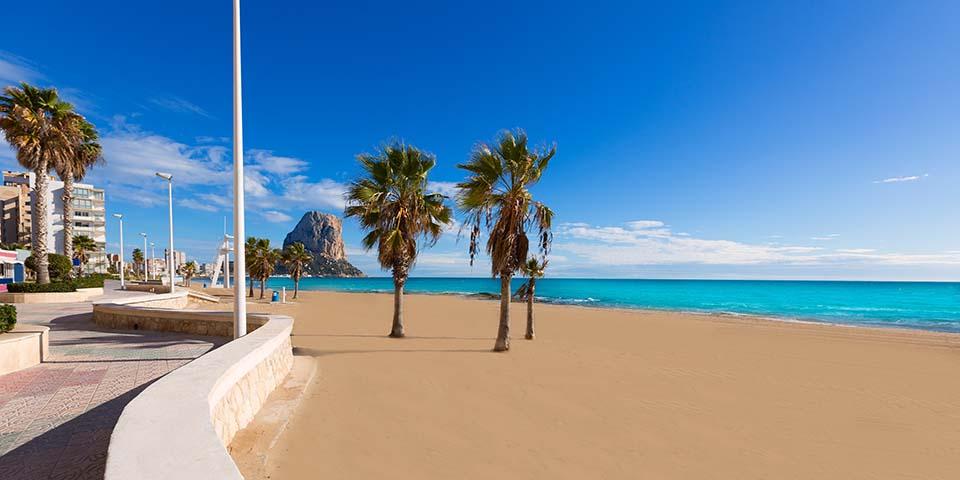 Den hyggelige strandpromenade i Calpe.