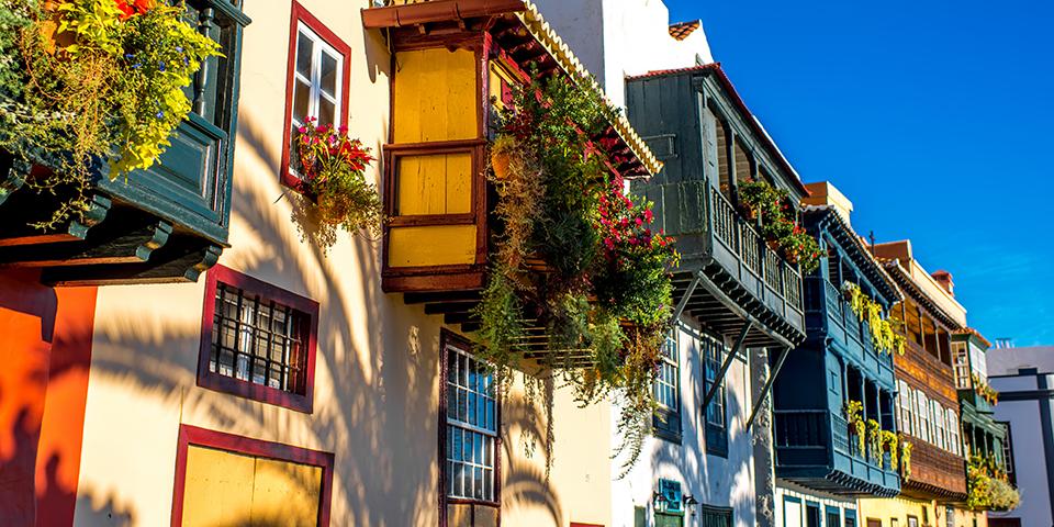 Farverige huse i Santa Cruz de la Palma.