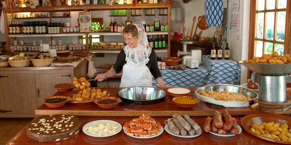 Frokost i den gamle finca La Granja.