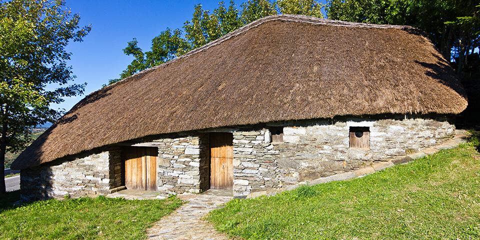 I O Cebreiro ser vi de gamle keltiske bopladser.