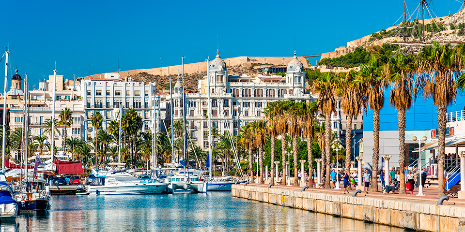 Lystbådhavnen i Alicante.