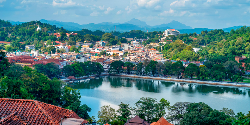 Søen og Tandens Tempel i Kandy.
