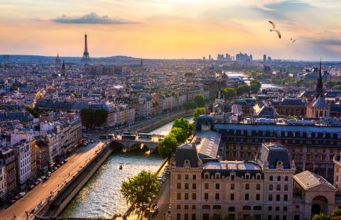 Smuk udsigt over Paris og Seinen.