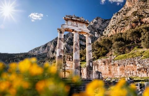 Resterne af et tempel i Delfi.